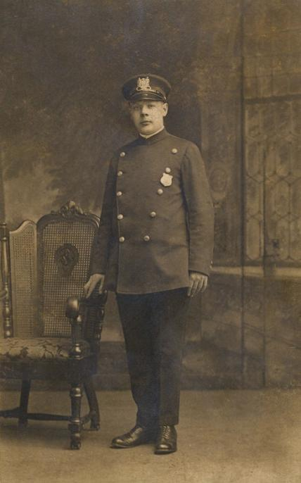 BALTIMORE POLICEMAN 1920s Broadway Bank St