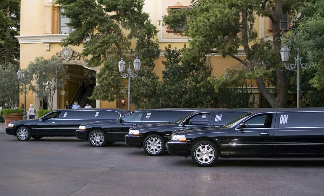 how much is it to rent a limo for prom